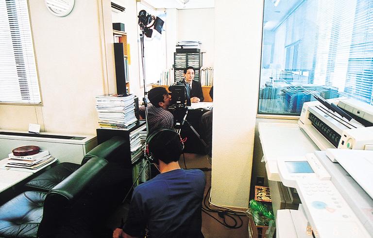 ■平成14年6月18日 放送  テレビ東京 「株式ワイド オープニングベル」_01